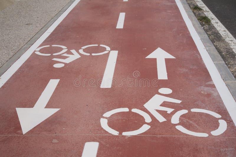 在自行车道的自行车标志 免版税库存图片