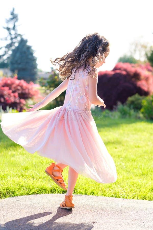在舞蹈表现前的五岁的女孩画象 免版税图库摄影