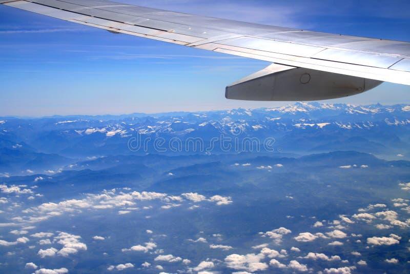 在航空器之上覆盖翼 图库摄影