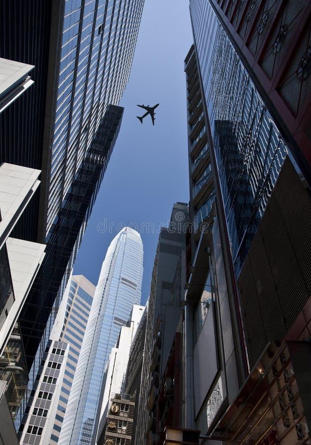 在航空器香港摩天大楼之上 库存照片