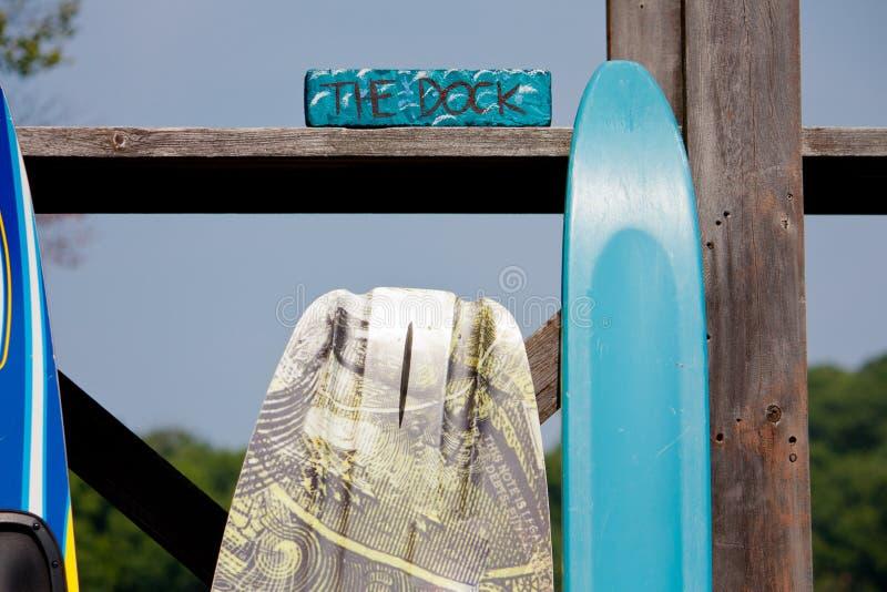 在船坞的夏天watersports 免版税库存图片