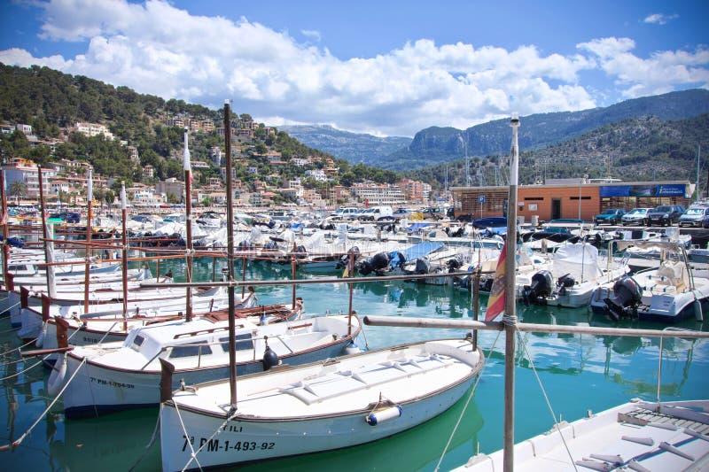 在船坞的小船在Port de索勒,马略卡,西班牙 免版税库存照片