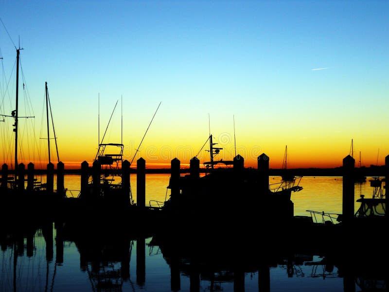 在船坞的日落 免版税库存图片