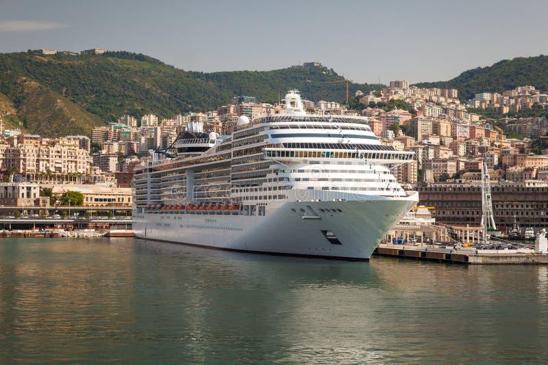 在船坞的游轮在热那亚意大利 库存图片