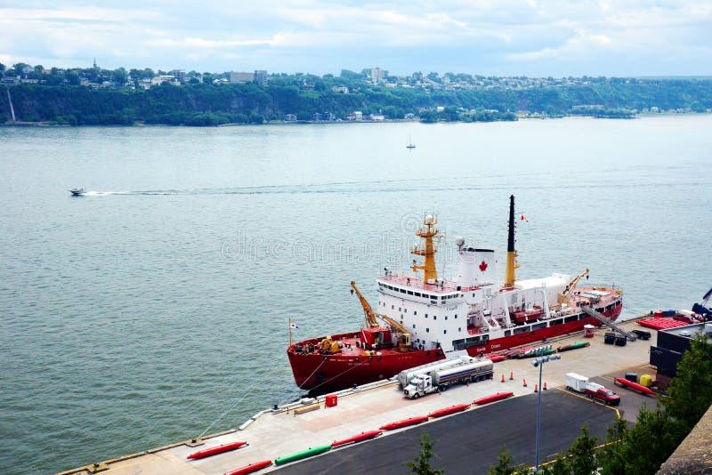 在船坞的Des Groseillers 免版税库存照片