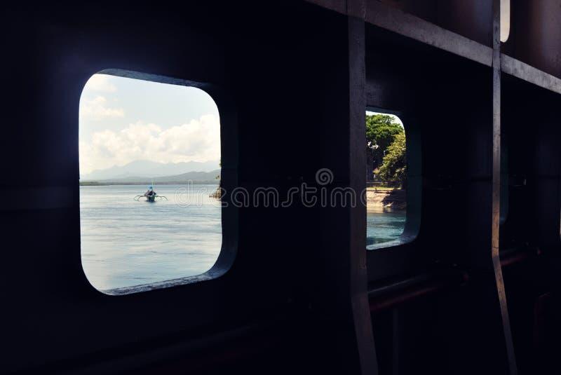 在船的甲板的窗口 免版税库存照片