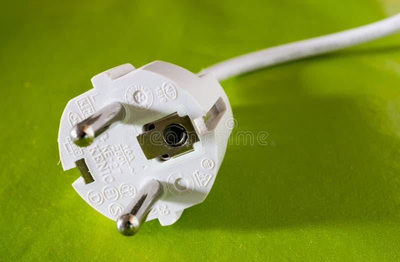 在色的背景的一个欧洲风格的电源插头 免版税库存图片
