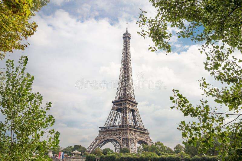在艾菲尔铁塔的看法 库存图片