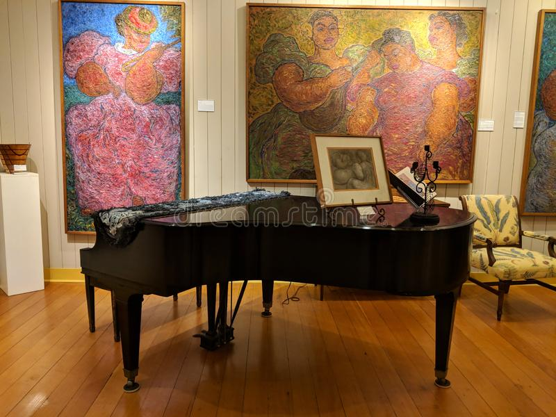 在艾萨克斯艺术中心里面的钢琴 库存图片