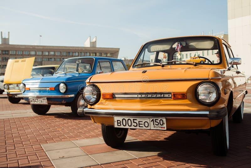 在节日在莫斯科, 2014年9月20日的老汽车 库存图片