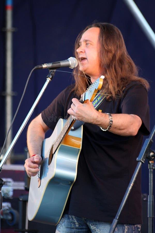 Download 在节日的露天舞台是摇滚乐队的, Darida音乐家 编辑类库存图片. 图片 包括有 城市, 吉他弹奏者, 爵士乐 - 72373844