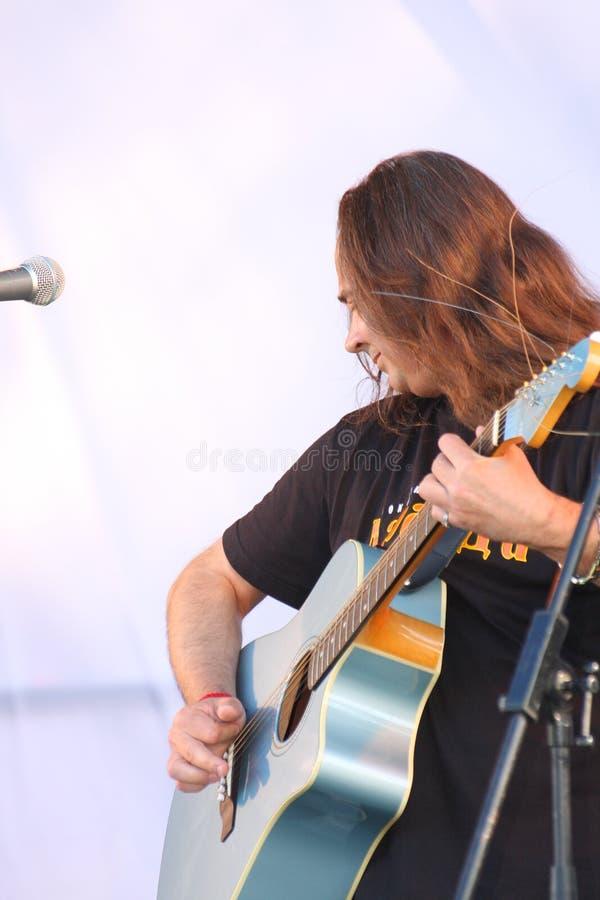 Download 在节日的露天舞台是摇滚乐队的, Darida音乐家 编辑类照片. 图片 包括有 节假日, 经典, 仪器, 城市 - 72373856