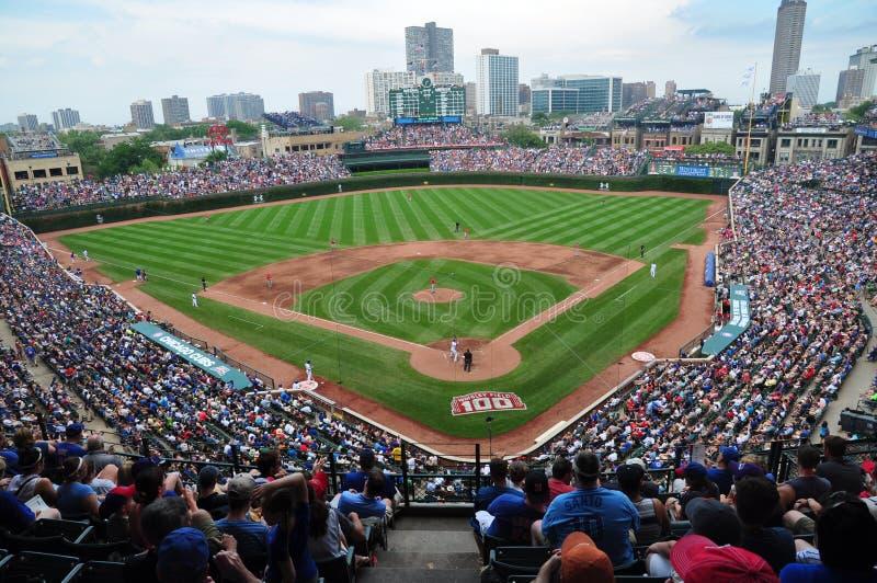 在芝加哥Cub比赛的人群 免版税库存照片