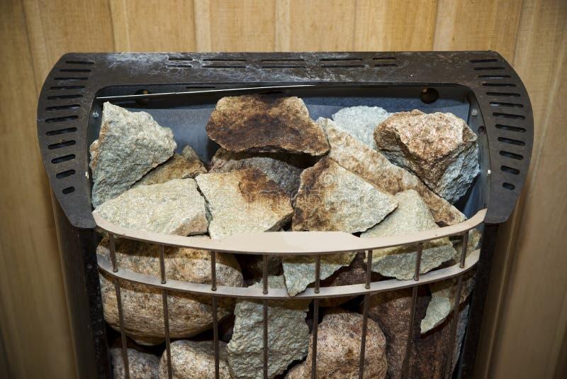 在芬兰蒸汽浴的石烤箱 免版税库存照片