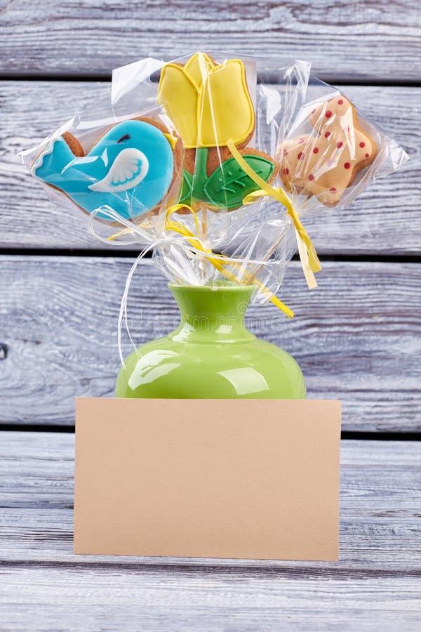 在花瓶,空插件的曲奇饼 免版税图库摄影
