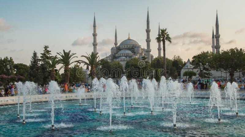 在苏丹阿哈迈德清真寺蓝色清真寺,伊斯坦布尔,土耳其附近的喷泉 库存图片