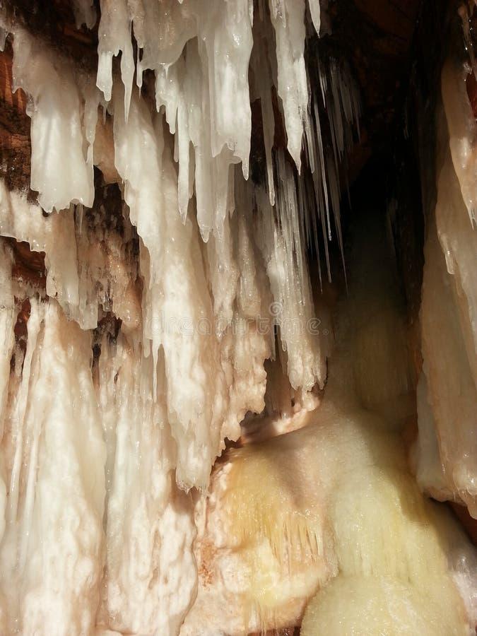 在苏必利尔湖的冰洞 免版税库存图片