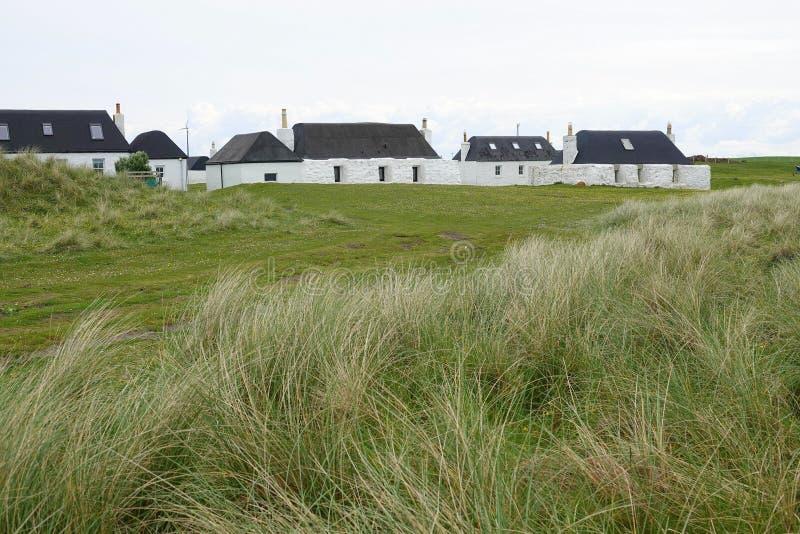 在苏格兰海岛上的传统小农场房子 免版税库存图片