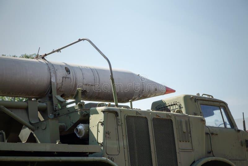 在苏联军用卡车的俄国火箭发射器 免版税图库摄影
