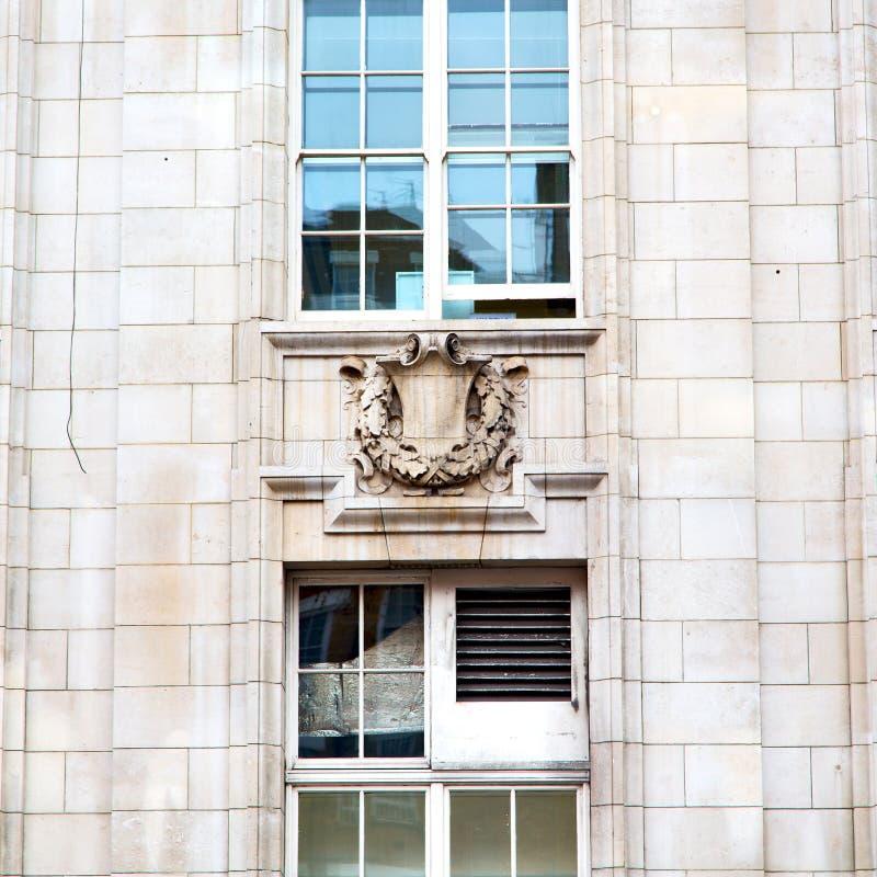 在英国伦敦砖和玻璃的老windon墙壁 库存照片