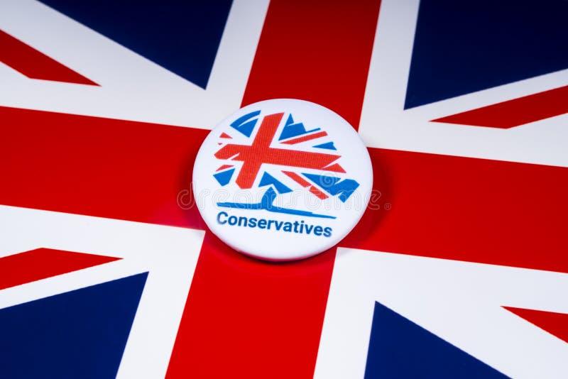在英国旗子的保守党徽章 免版税库存照片