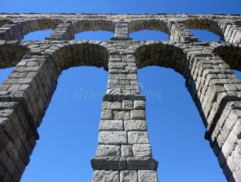 5 28 93在英尺米之下的惊人的渡槽在罗马segovia小的西班牙参天的村庄 免版税库存图片