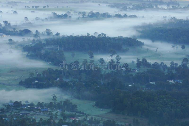 在英属黄金海岸的有雾的黎明 免版税库存照片