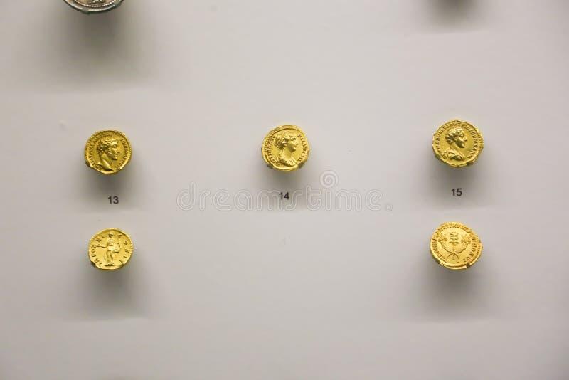 在英王乔治一世至三世时期国家博物馆-第比利斯的金币 免版税库存图片