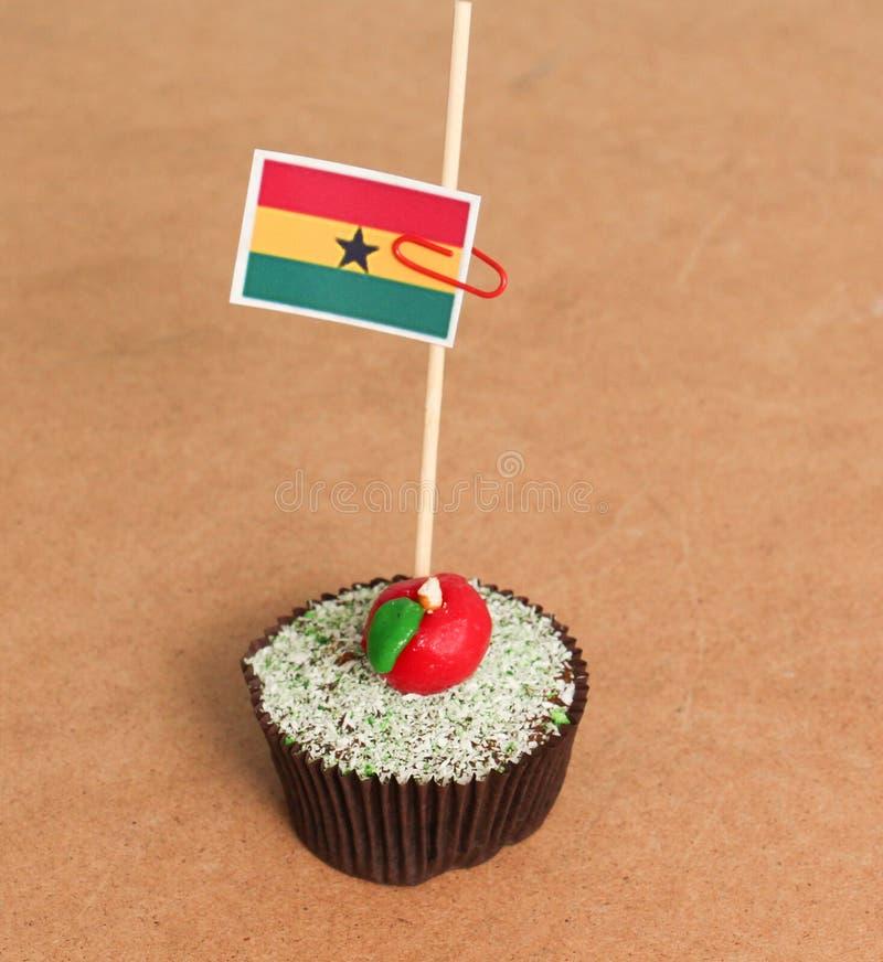 在苹果杯形蛋糕的加纳旗子 免版税库存照片