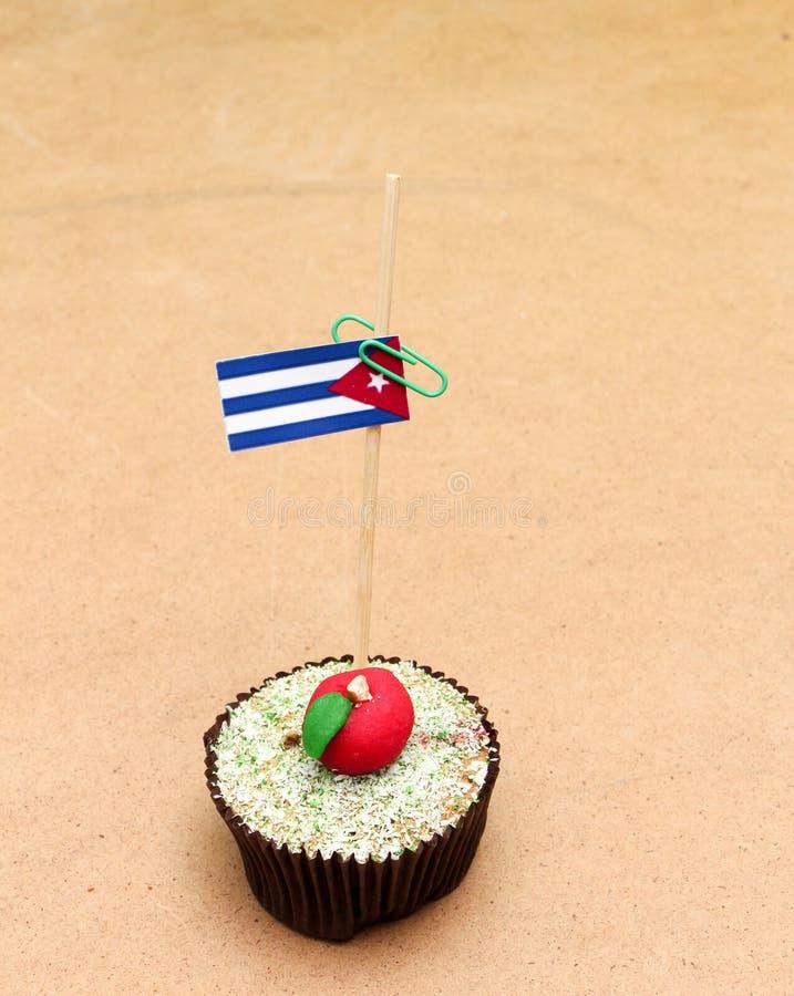 在苹果杯形蛋糕的旗子,古巴 库存照片