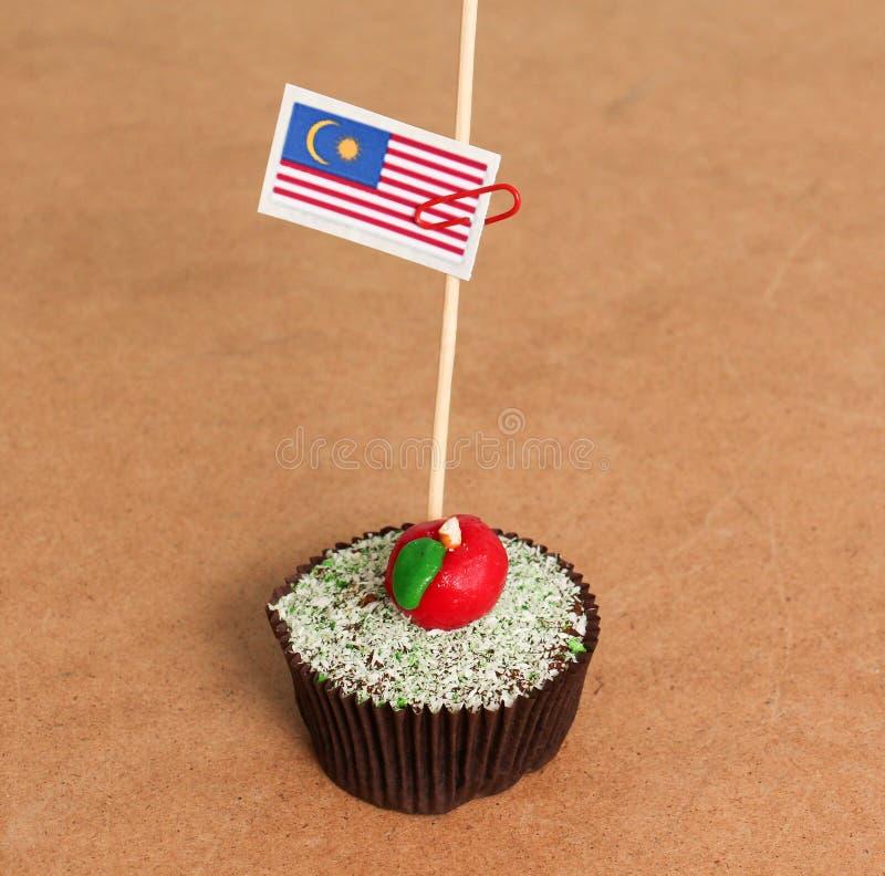 在苹果杯形蛋糕的马来西亚旗子 免版税图库摄影