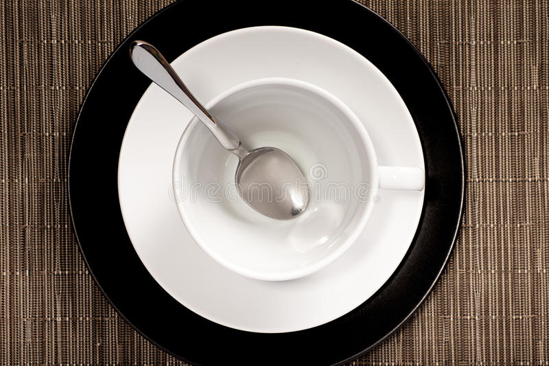 在茶碟的圆的杯 免版税库存图片