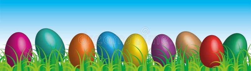 在草天空蔚蓝背景,传染媒介的复活节彩蛋 库存例证