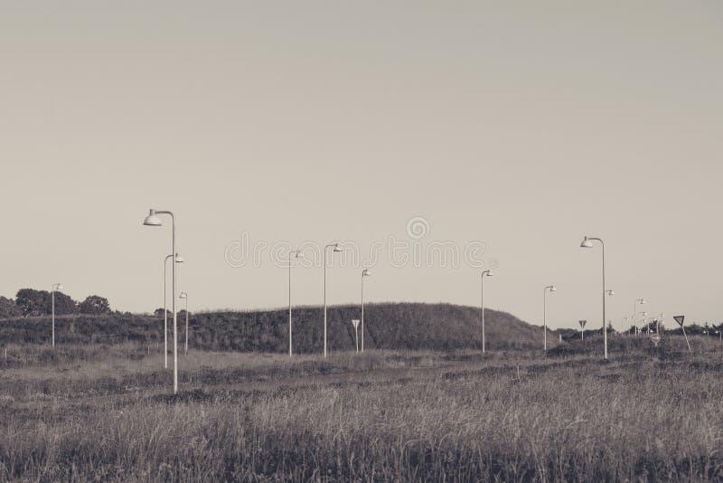 在草甸的许多街灯 库存照片