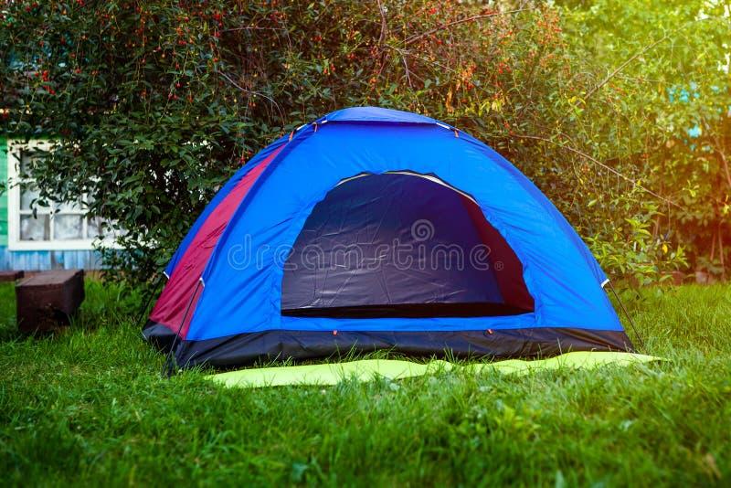 在草的帐篷 库存图片