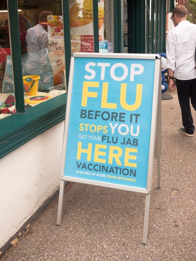 在药房中止流感之外的标志,在它停止您前 库存图片