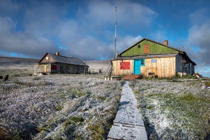 在莉娜三角洲的极性气象台,雅库特,俄罗斯 免版税库存照片