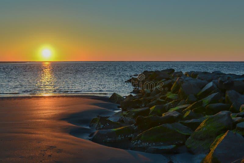在莎莉文的海岛,南卡罗来纳上的日出 免版税库存照片