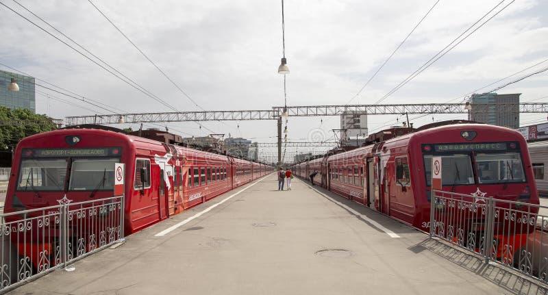在莫斯科乘客平台Paveletsky火车站的火车是九个主要火车站之一在莫斯科,俄罗斯 库存图片