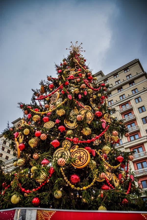 在莫斯科街道和正方形的圣诞树  库存图片