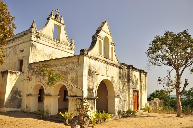 在莫桑比克的海岛上的葡萄牙教会 免版税图库摄影