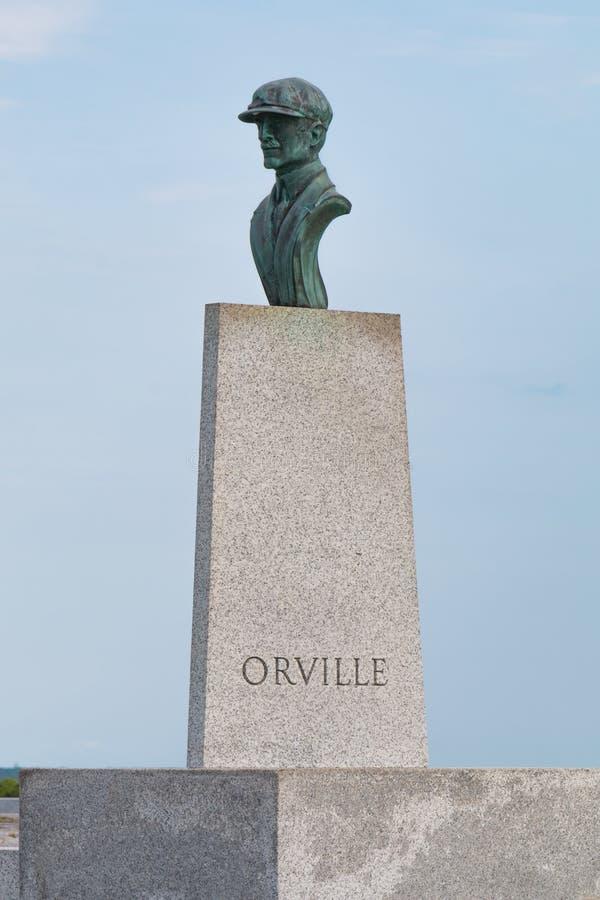 在莱特兄弟全国纪念品的奥维尔怀特雕象 免版税图库摄影