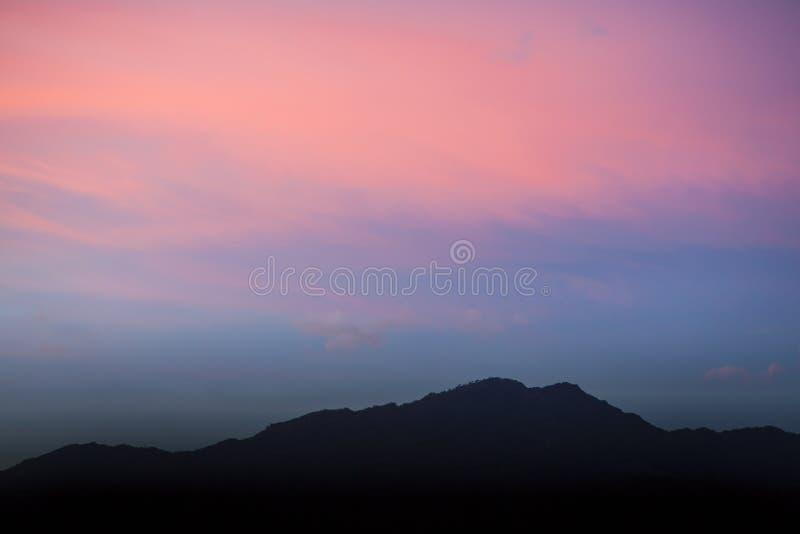 在莱翁福尔泰,西西里岛的多云天空 库存图片