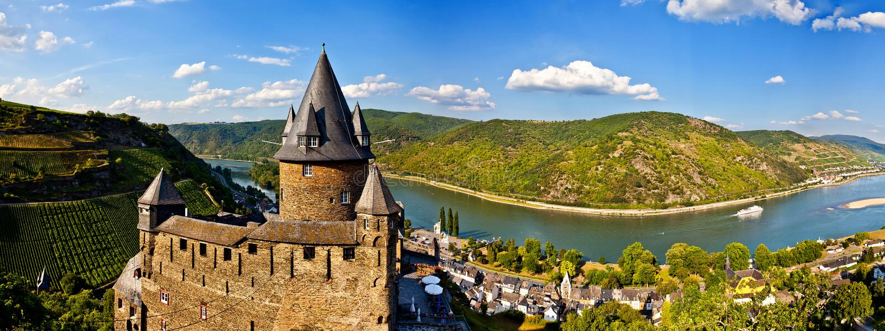 在莱茵河的城堡 库存照片