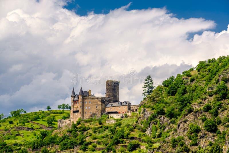 在莱茵河谷的卡茨城堡在圣Goarshausen,德国附近 免版税库存照片