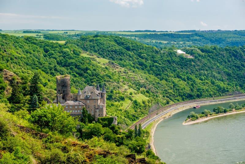 在莱茵河谷的卡茨城堡在圣Goarshausen,德国附近 库存图片
