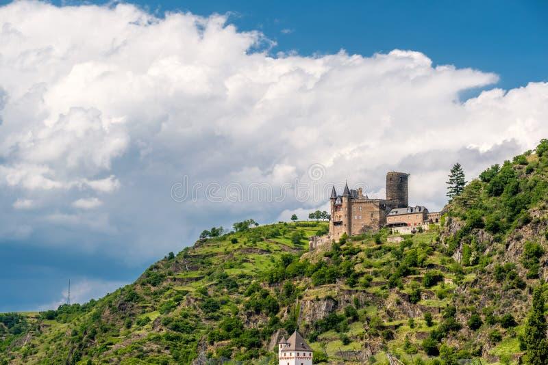 在莱茵河谷的卡茨城堡在圣Goarshausen,德国附近 库存照片