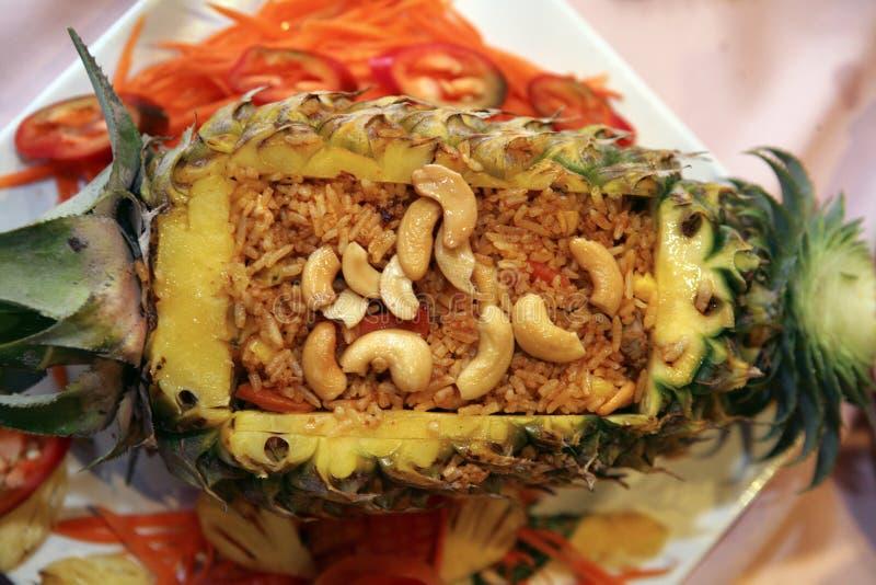 在菠萝的米 库存照片