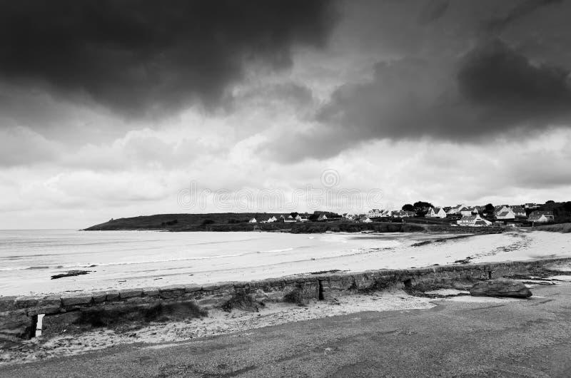 在菲尼斯泰尔省海岸的多云天空 免版税库存照片