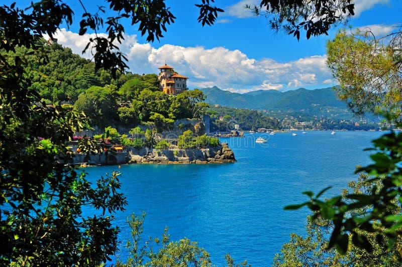 在菲诺港附近的海滨别墅在意大利 图库摄影